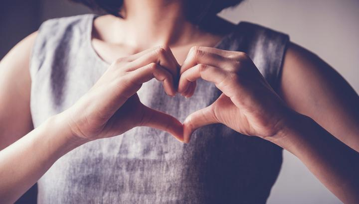 Woman signing a heart with her hands